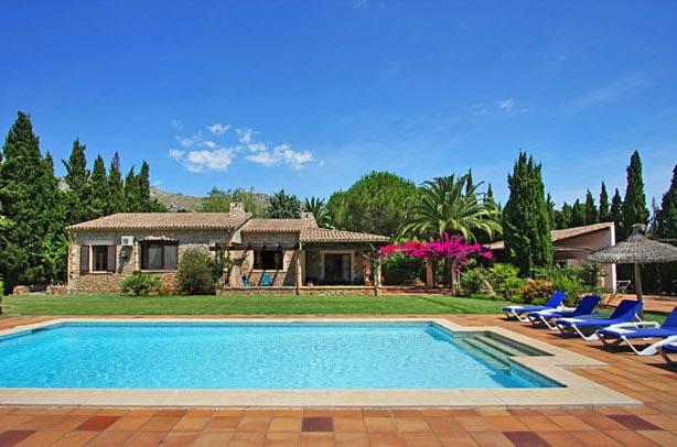 rentavillamallorca.com/villa103/pool