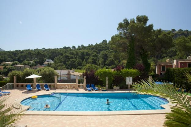 nice-holiday-homes-with-pool-to-rent-in-pollensa-mallorca