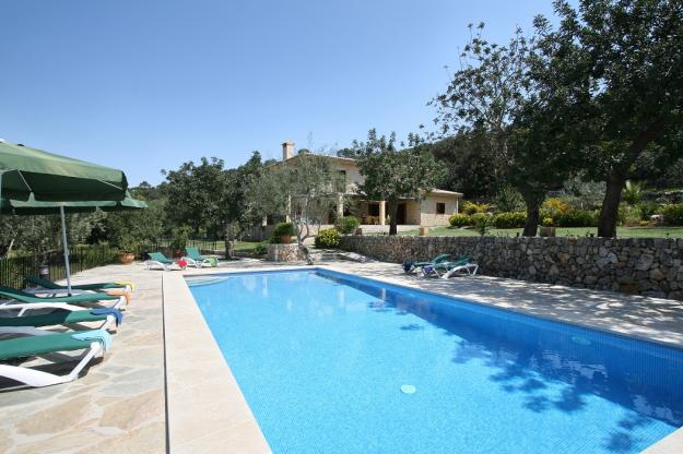 rentavillamallorca.com/villa135/pool